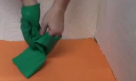Wie man Chemikalienschutzhandschuhe zum trocknen auszieht